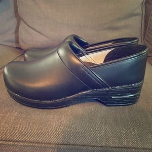 Black dansko clogs